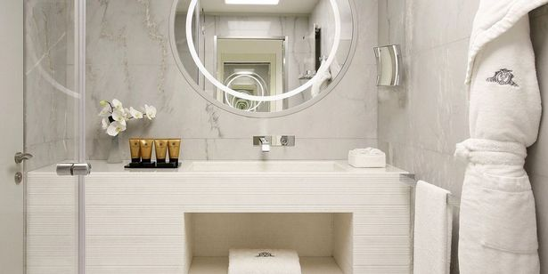 Excelsior-Hotel-Gallia-Katara-Suite-kid-room-bathroom