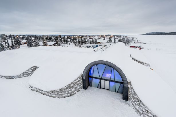 This-Magical-Looking-Ice-Hotel-Is-Available-To-Stay-In-Every-Day-All-Year-Round (1)