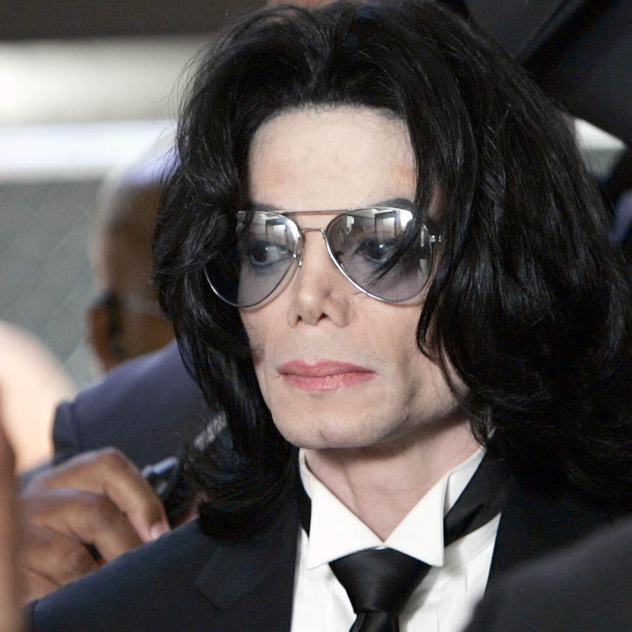 michael_jackson_glasses_man_pop_star_face_mysterious_8767_2048x2048