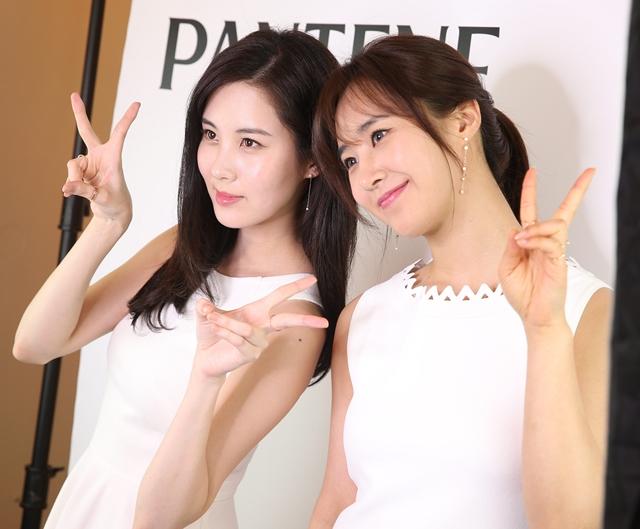 สวยสว่างไสว! 10 ภาพสุดคิ้วท์ 'ยูริ - ซอฮยอน' แห่งวง Girls' Generation เยือนไทย
