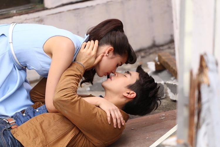 จูบไม่รู้ตัว 'ณเดชน์-ญาญ่า' เข้าฉากซีนฮา แต่เบื้องหลังกลับหวานเวอร์เบอร์นี้!?