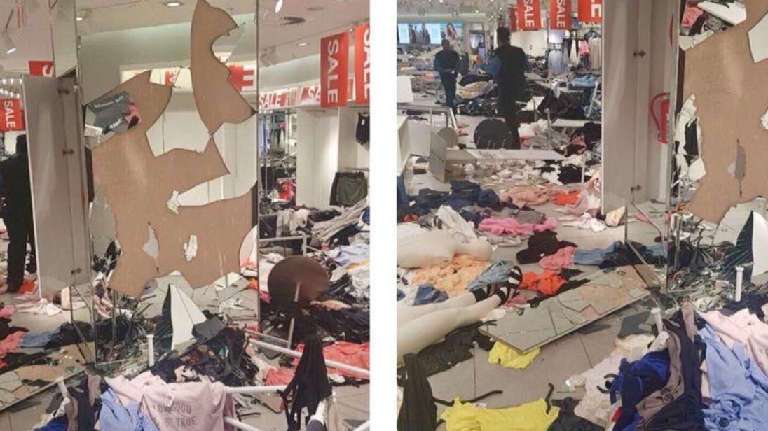 ปิดร้าน H&M 17 แห่งทั่วแอฟริกาใต้! 'กลุ่มประท้วงเหยียดผิว' บุกทำลายช็อปสโตร์พังยับ!
