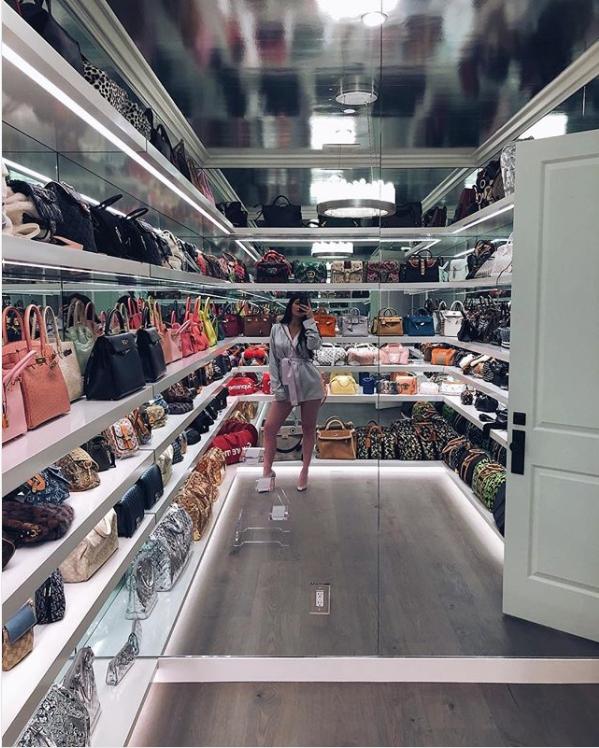 ส่อง! ห้องเก็บกระเป๋าแบรนด์เนม 'ไคลี เจนเนอร์' แต่ละใบสวยเด็ดเป็ดร้องกรี๊ด