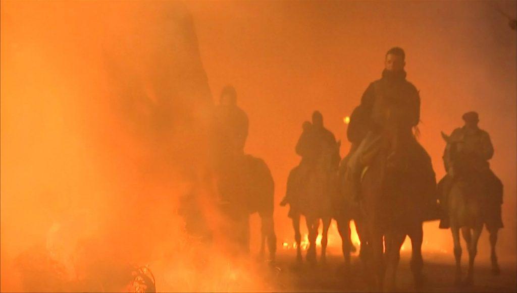 ขี่ม้าลุยไฟ